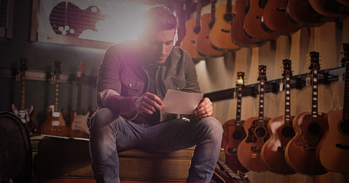 """Michael Ray Hopes His New Song """"Picture"""" Serves as a Reminder"""