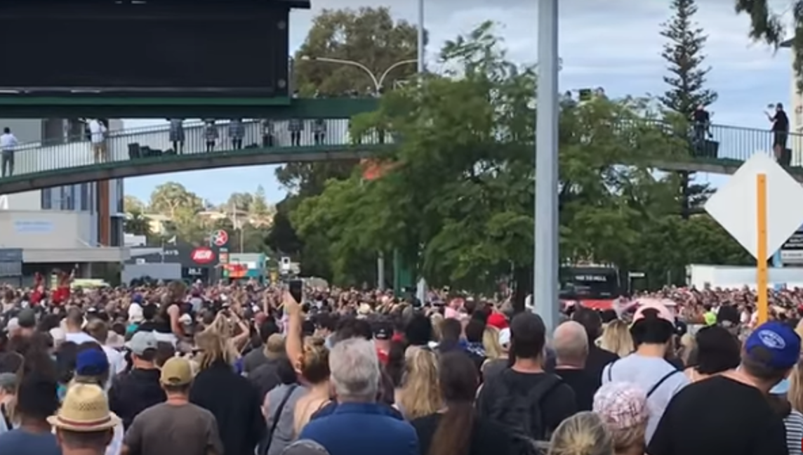 "150K AC/DC Fans Salute Bon Scott on Australia's ""Highway to Hell"" (Video)"