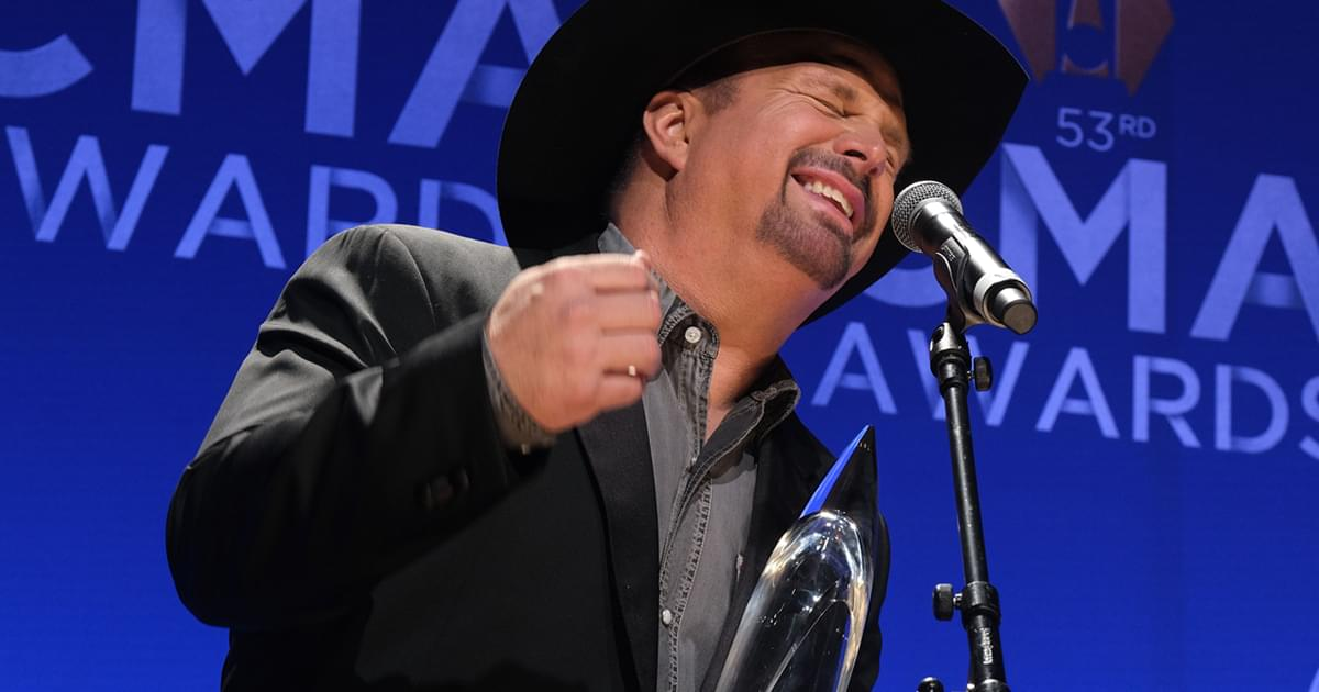Garth Brooks Respectfully Withdraws From Future CMA Entertainer of the Year Award Nominations