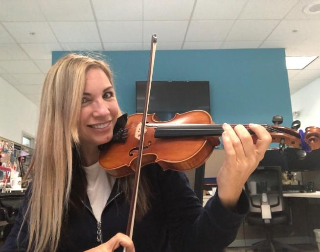 Amanda Plays A Violin For The First Time Since High School