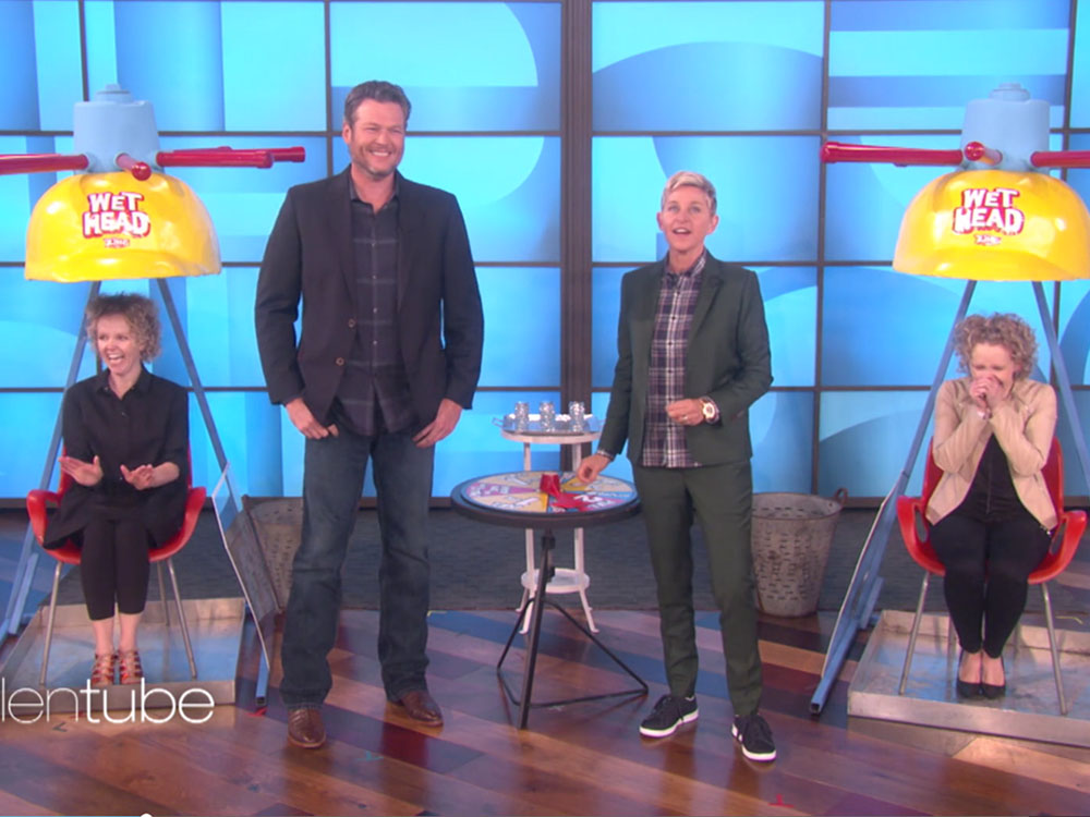 "Blake Shelton Gushes About Girlfriend Gwen Stefani and Plays a Game of Wet Head on ""Ellen"""
