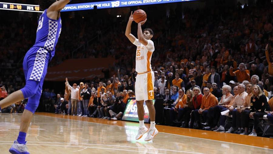 #15 Kentucky Tops Tennessee 77-64, Vols fall to 13-10