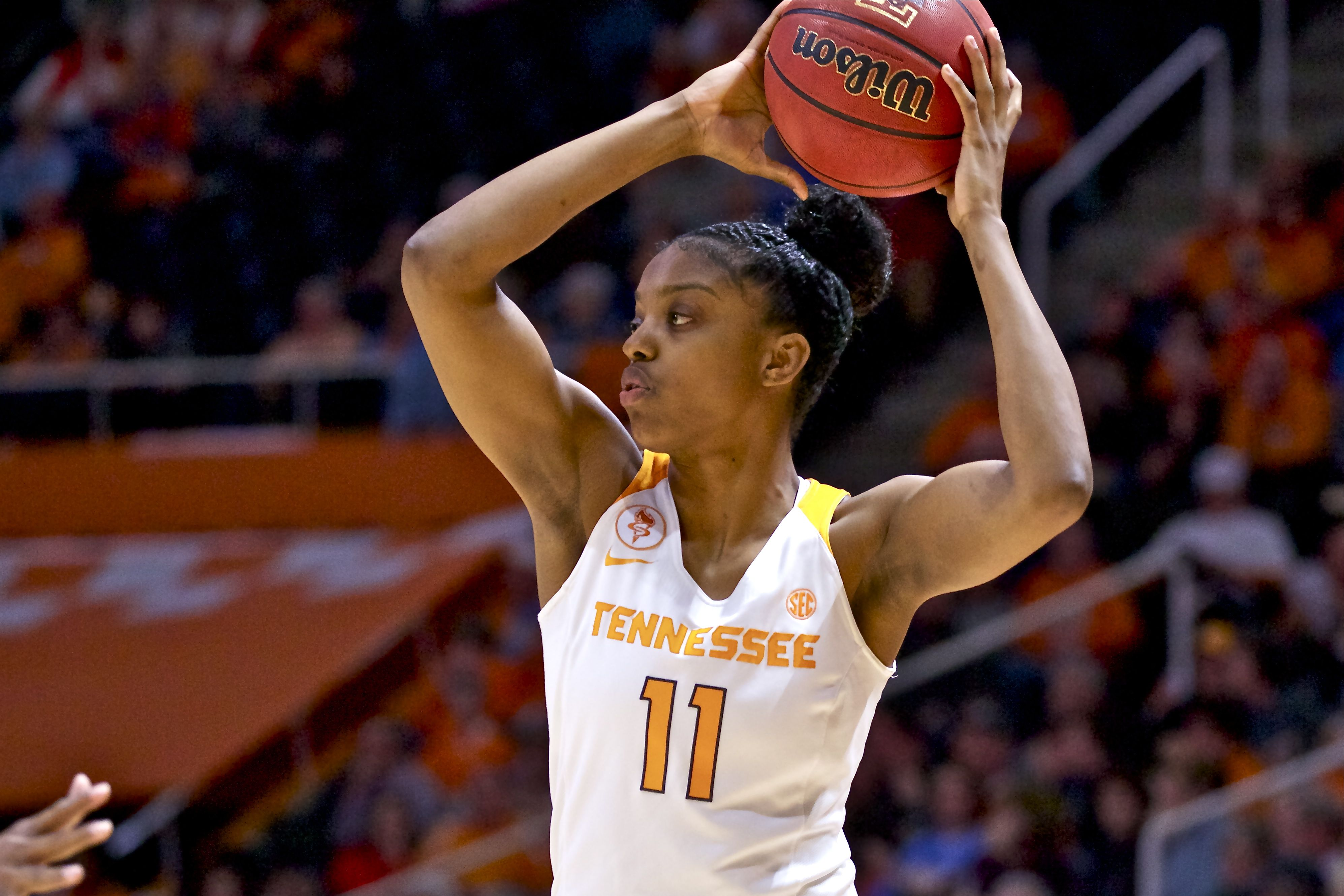 Diamond DeShields' father criticizes Warlick on Twitter, apologizes