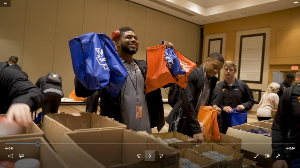 Video: Tennessee players give back in Jacksonville