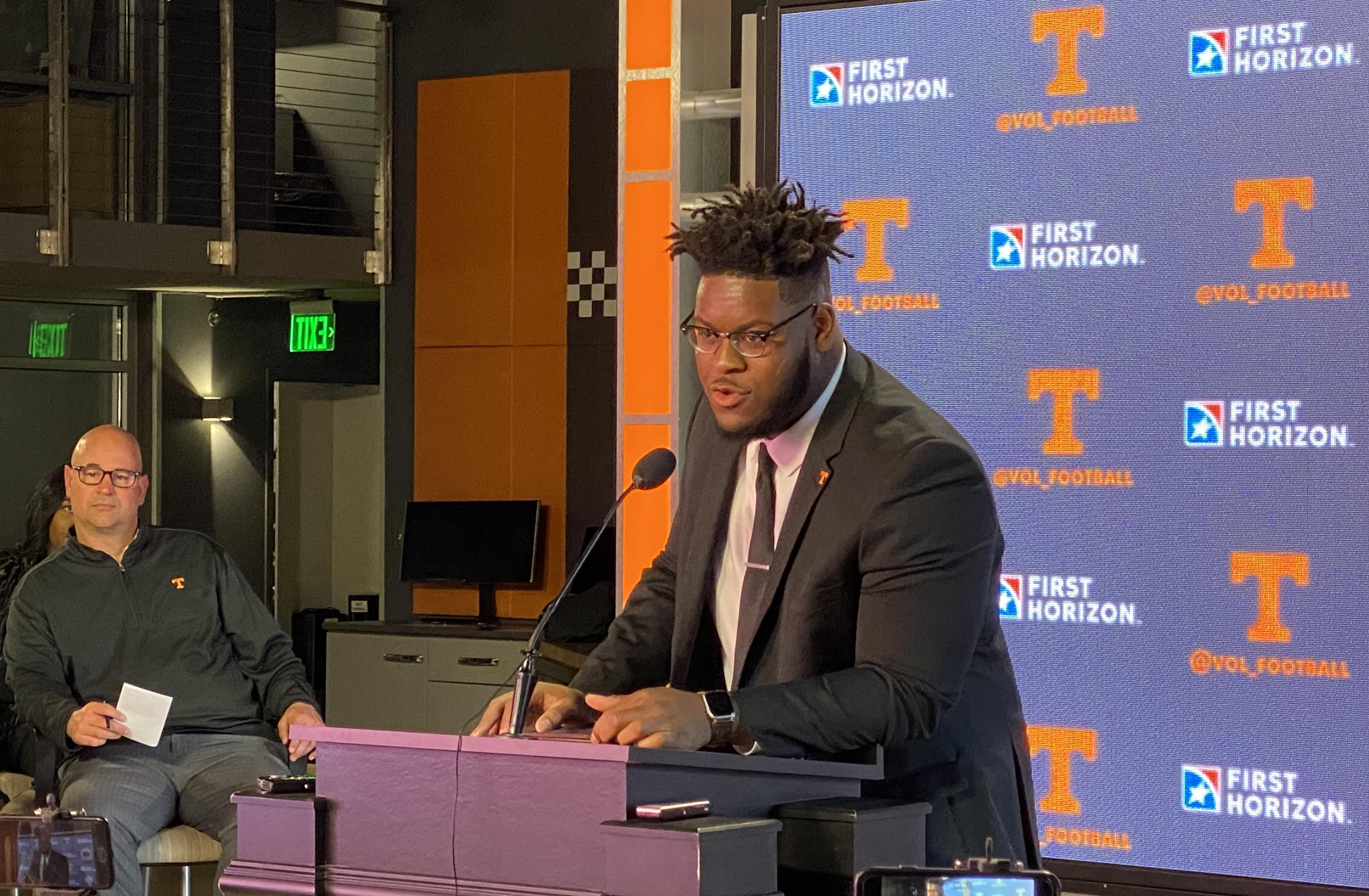 Trey Smith announces he will return to the Vols