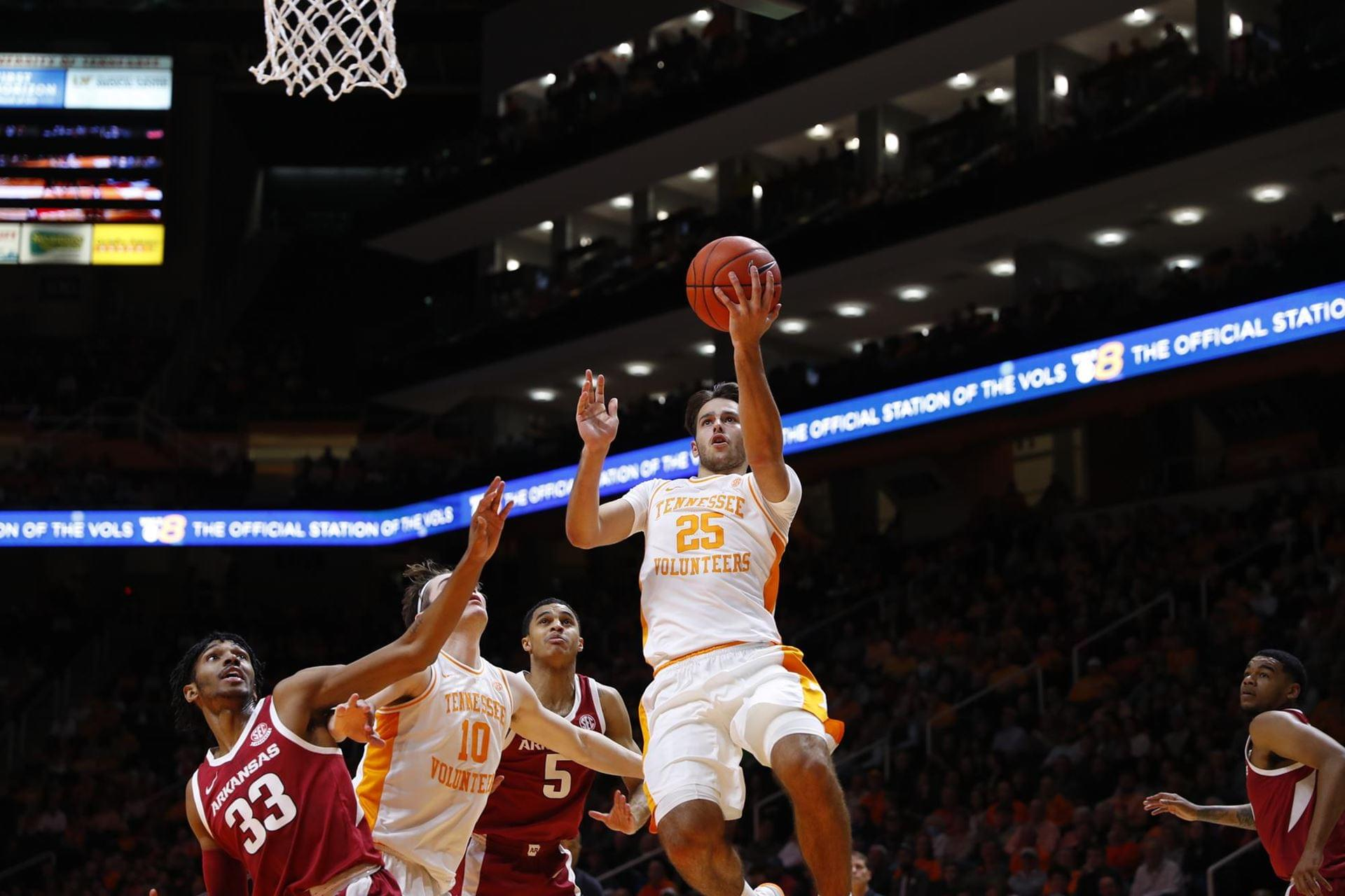 Vols Race Past Razorbacks 82-61, Now 6-5 SEC