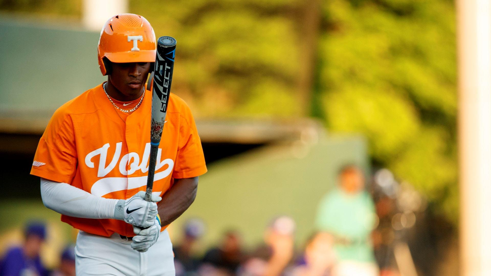 UT Erupts for 19 Runs in Rout of Western Illinois