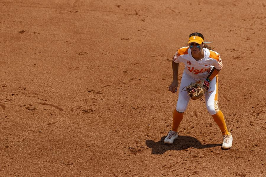 Lady Vols run-ruled by Texas 11-0, put away Utah 8-5