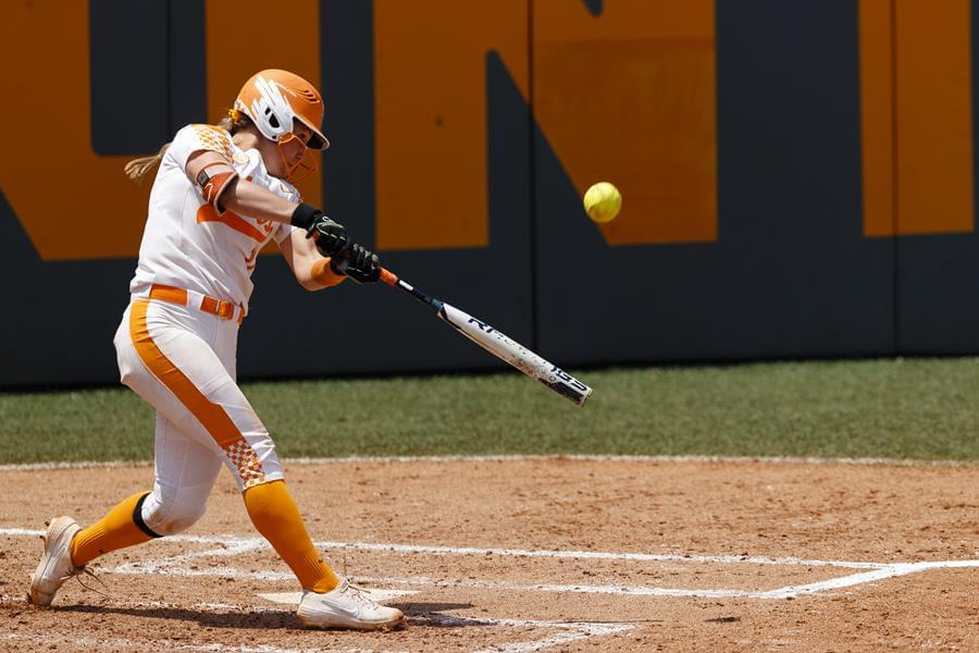 No. 12 Lady Vols Softball Splits First Day in Tampa