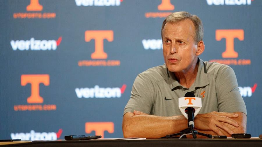Audio: Rick Barnes on The EA Show reflects on time at UT, current challenges and corndogs