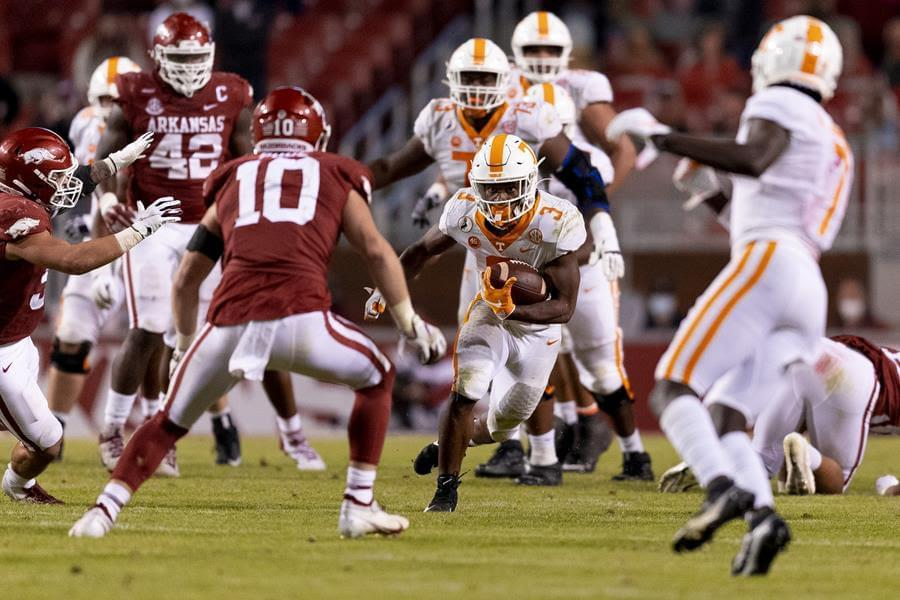 Recap, notes, box score from UT's road loss to Arkansas