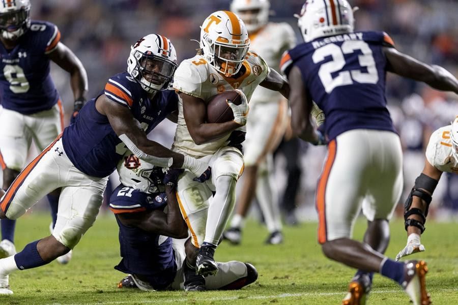 Vols can't hold 10-0 lead, pick-6 & missed FGs lead to 30-17 loss at No. 23 Auburn