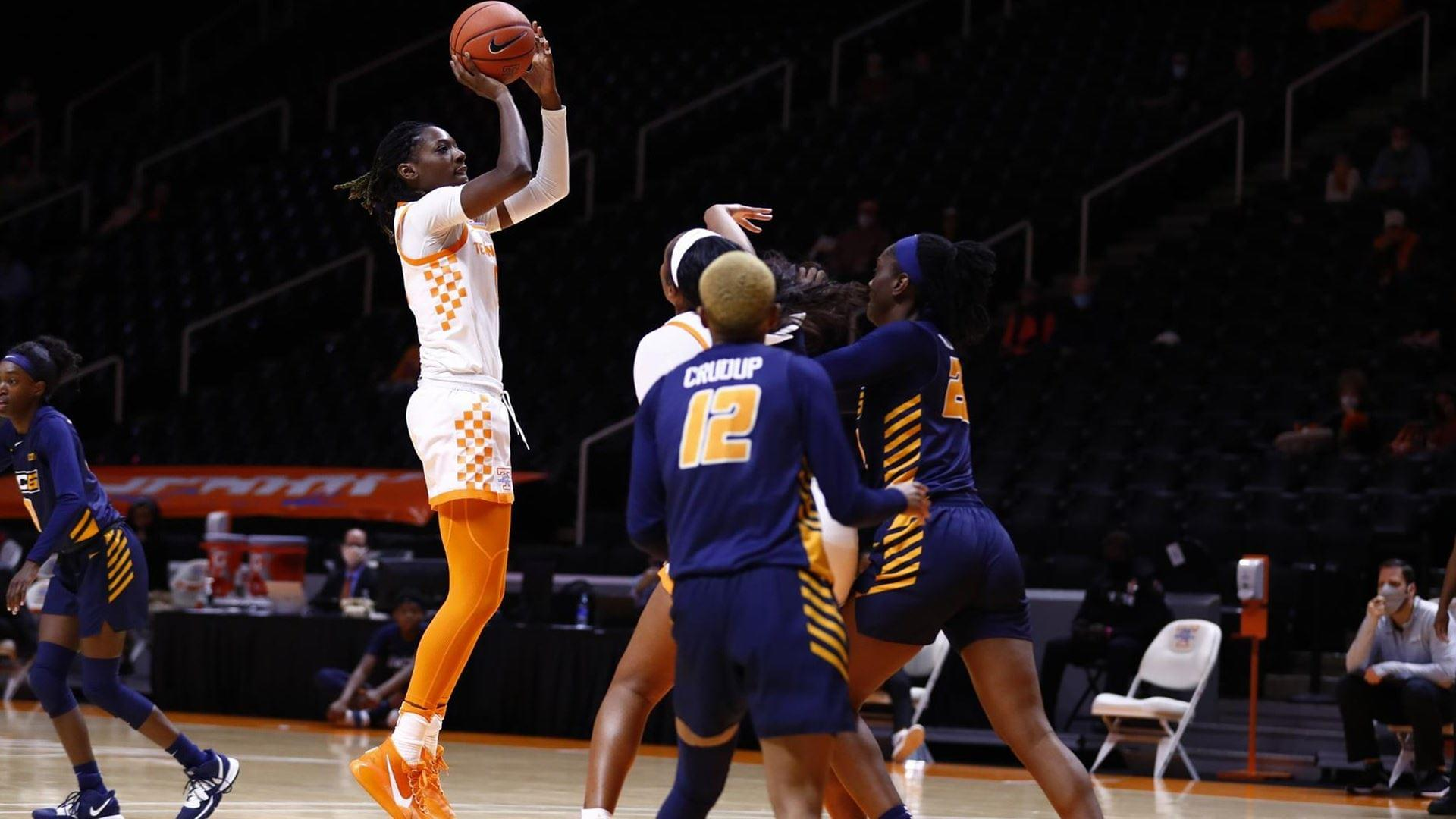 Tennessee Rolls Past Spartans, 66-40