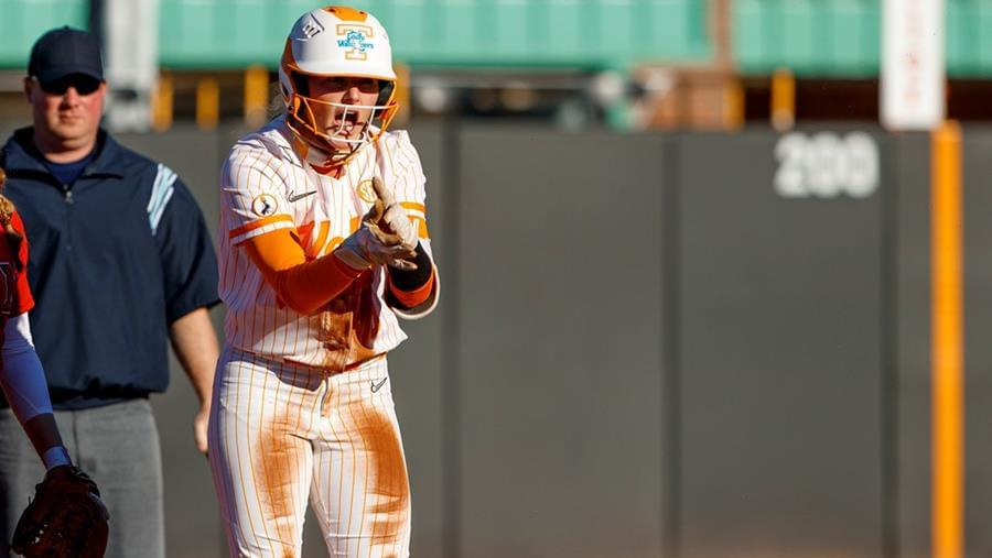 Lady Vols Bats Talk in Doubleheader Sweep of Ohio