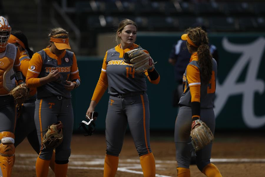 Boxscore/Story: Rogers Dominates, Lady Vols Find Timely Hitting to Down No. 3 Alabama, 4-3