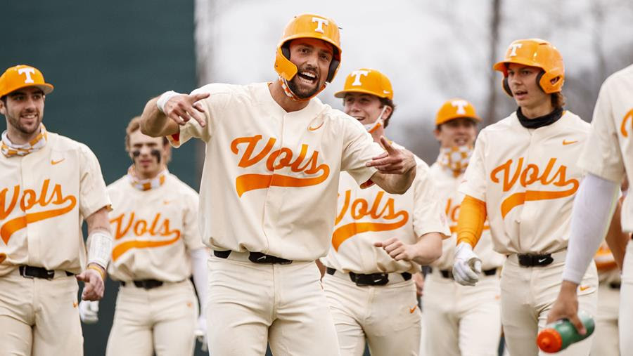 Postgame/Boxscore/Story: #9 Vols Complete Sweep of #14 Tigers on Lipcius Walk-Off Single in Extras