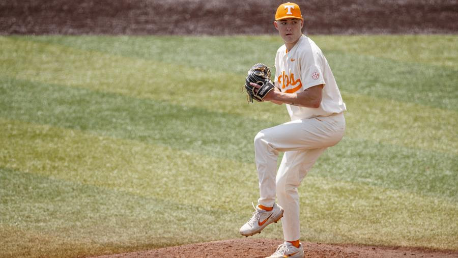 Postgame/Boxscore/Stats/Story: #4 Vols Fall in Series Finale to #1 Arkansas, 3-2