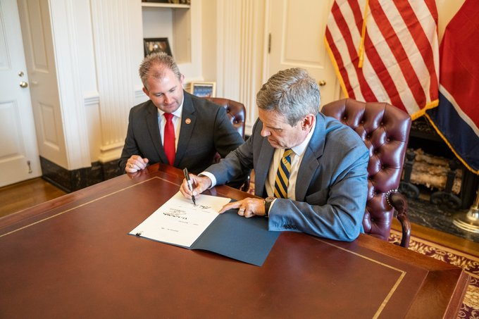 Governor Bill Lee Signs Constitutional Carry Bill