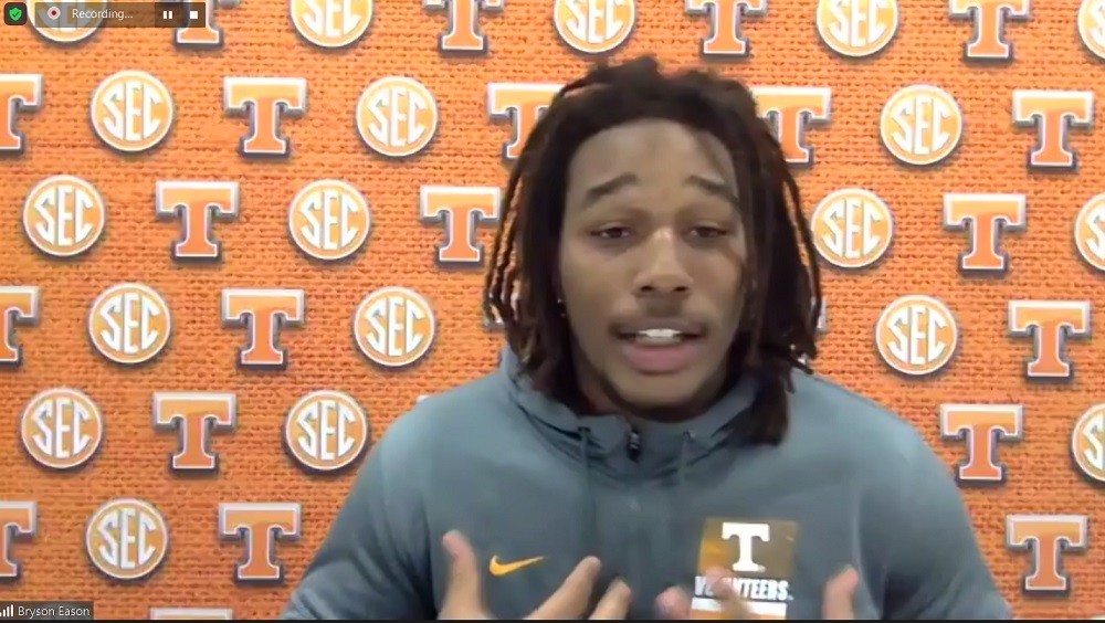 WATCH: Bryson Eason praises some offensive players, compares style differences in Pruitt practices vs. Heupel