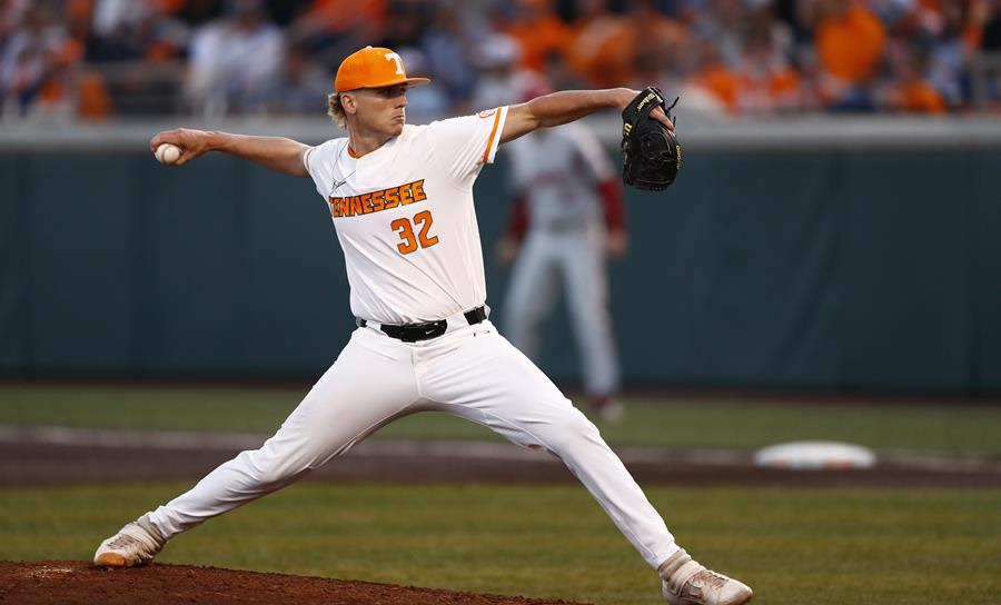 Postgame/Boxscore/Story: #4 Vols Drop Game One of Series to Top-Ranked Arkansas, 6-5
