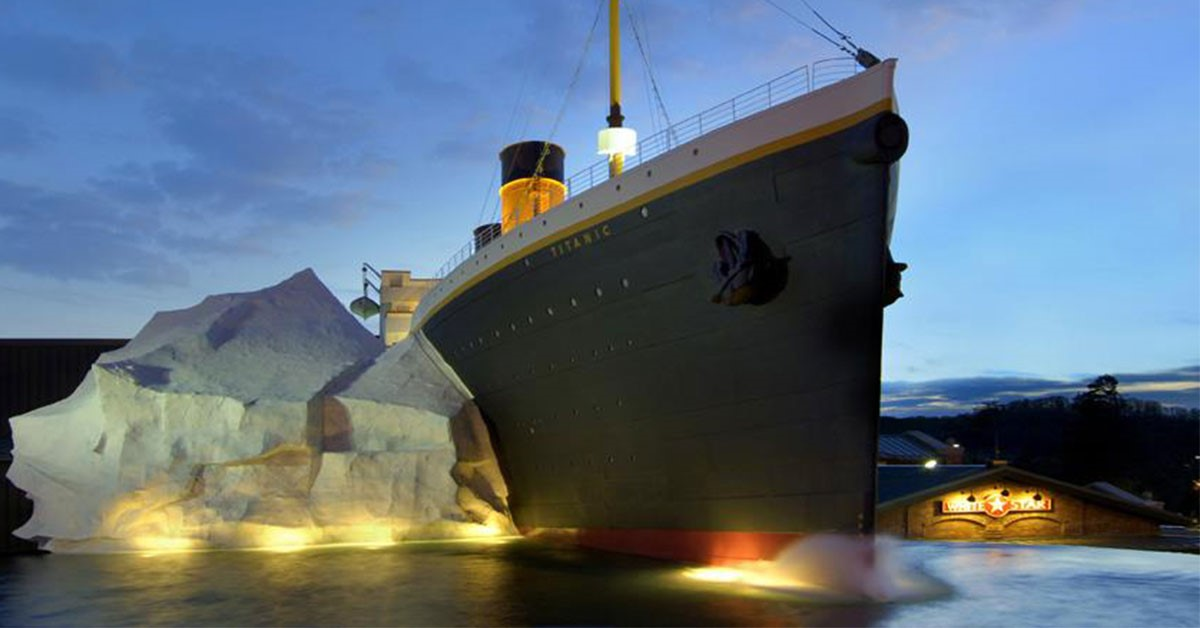 Three People Injured When an Iceberg Wall Collapsed at the Titanic Museum in Pigeon Forge