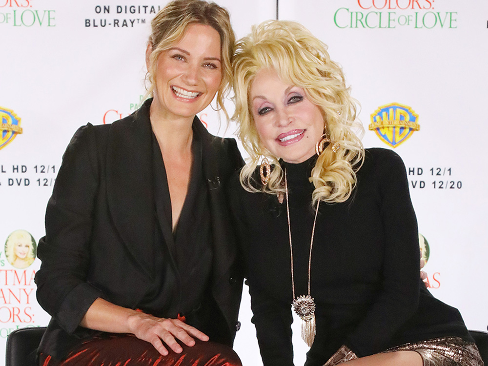 """Dolly Parton and Jennifer Nettles Talk """"Christmas of Many Colors"""" and Their Own Christmas Traditions"""