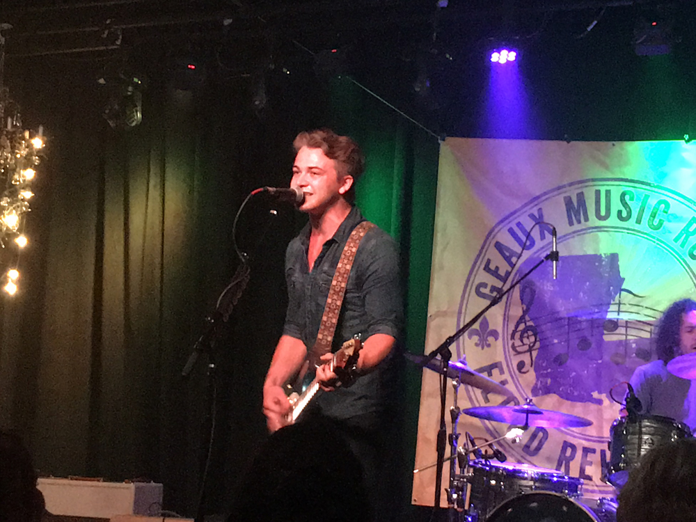 """Watch Hunter Hayes Sing New """"Yesterday's Song"""" at Nashville Benefit for Louisiana Flood Victims"""