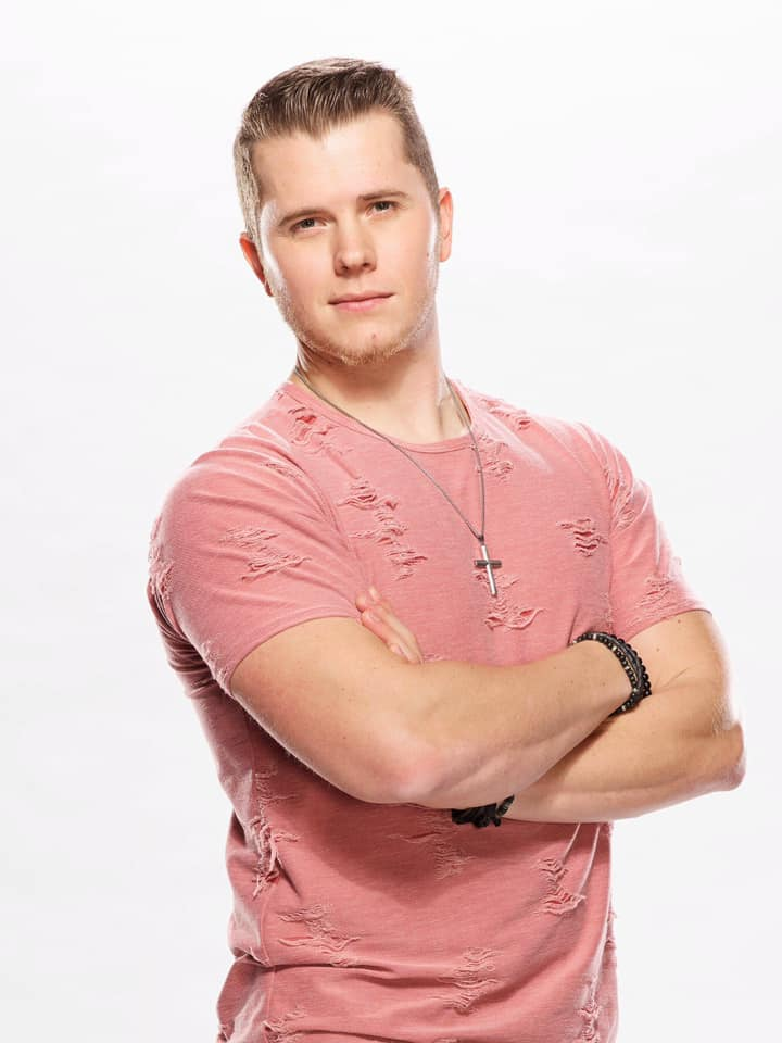 "Gyth Rigdon Topping the Apple Music Charts After Last Night's ""The Voice"" Performance!"