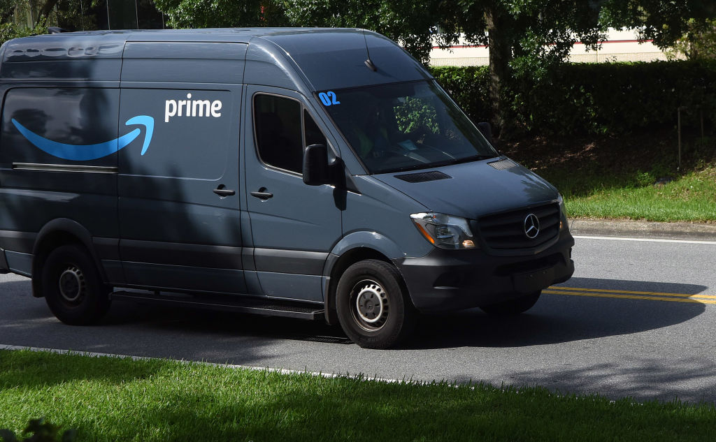 Amazon Driver Caught In 4k With A Hooker In The Back Of His Van