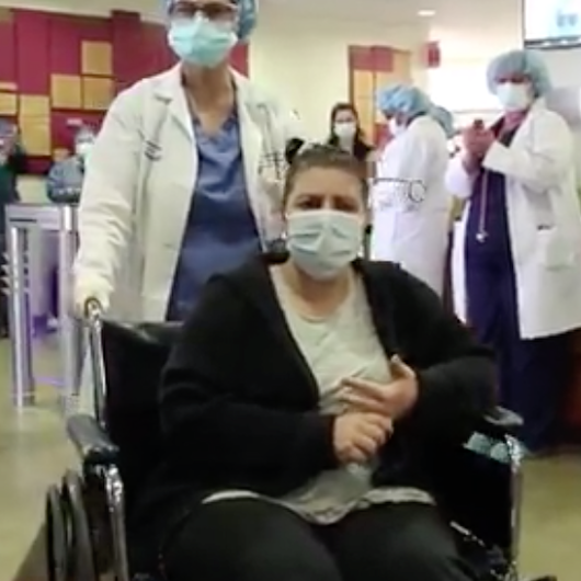 (VIDEO) Mother of 5 Is Emotional After Being Discharged From Hospital After Coronavirus