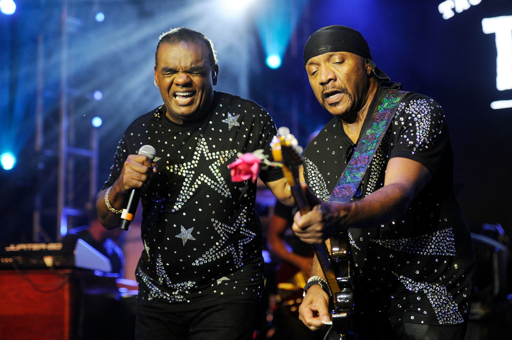 The Isley Brothers Play R. Kelly Songs During Verzuz
