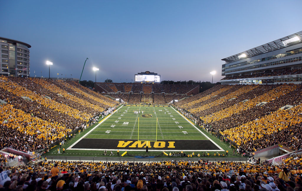 Kinnick Stadium and Carver Hawkeye Arena to serve Beer and Wine