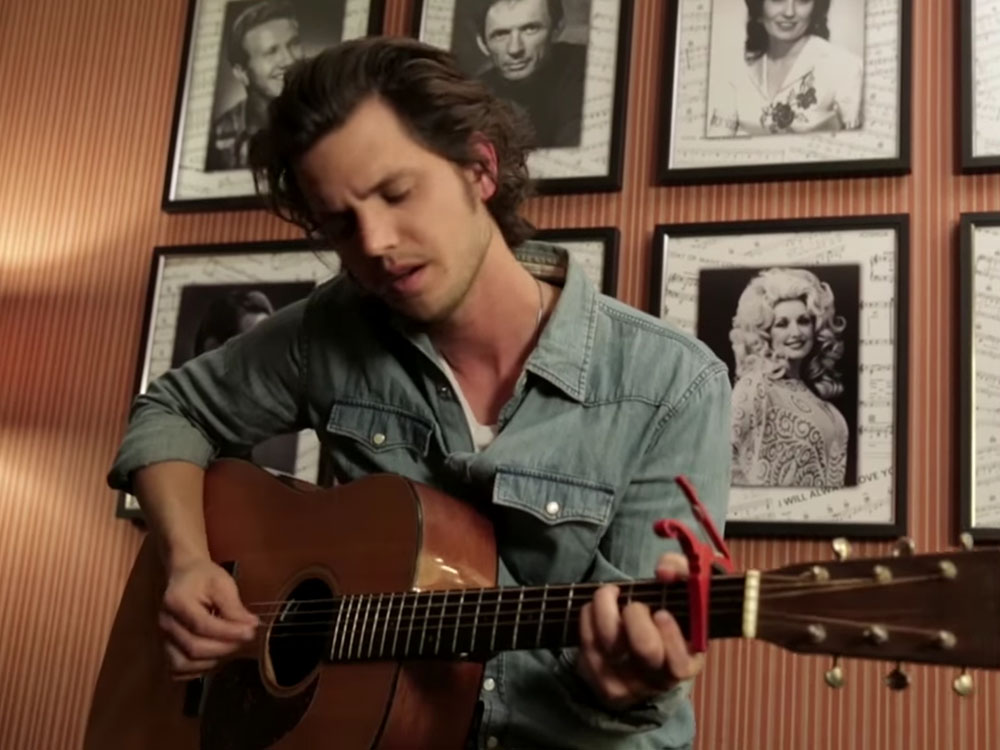 """Watch Steve Moakler's Powerful Acoustic Performance of """"Riser"""""""