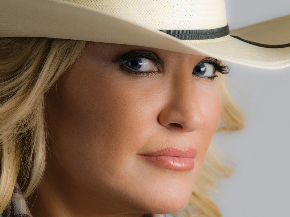 Tanya Tucker Cancels Three Tour Dates After Falling and Fracturing a Vertebra and Rib