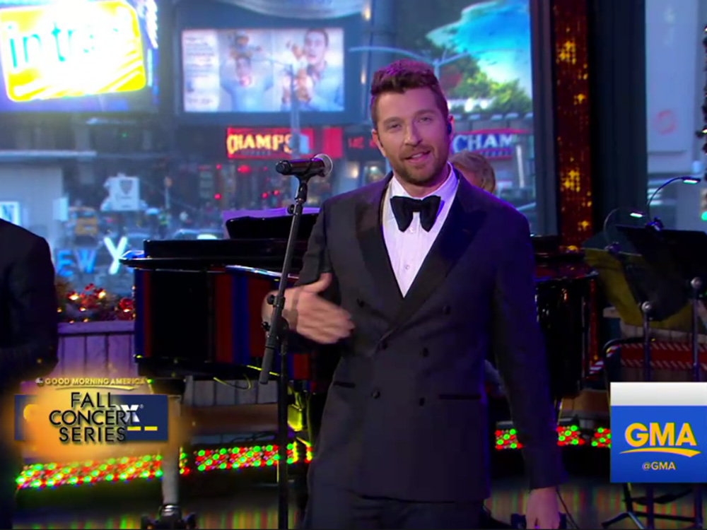 "Brett Eldredge Spreads Christmas Cheer on ""Good Morning America"" and ""Live With Kelly"""
