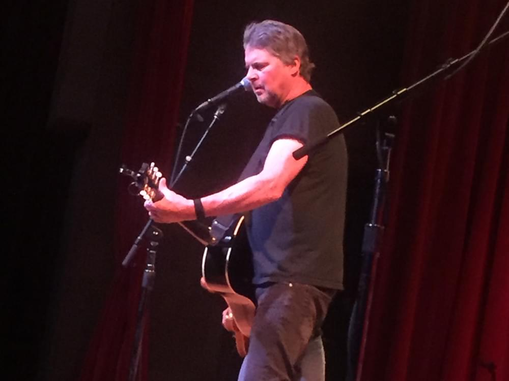 May 11: Live-Stream Calendar With Chris Knight, Sara Evans, Ross Ellis, Lewis Brice & More