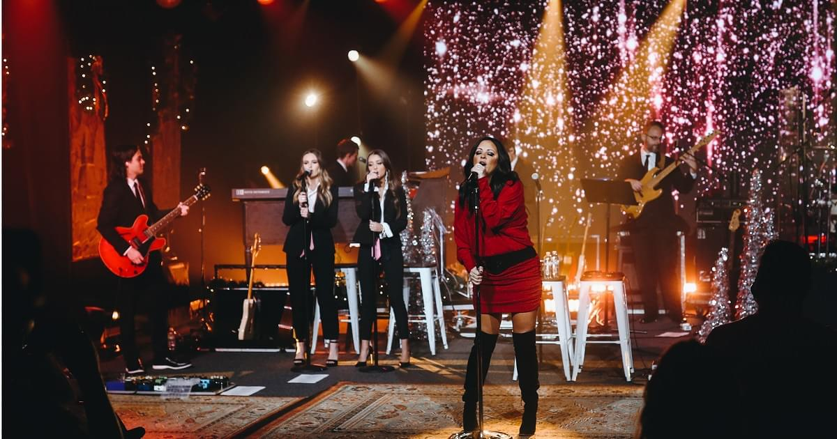"Exclusive: Sara Evans Performance of ""Run, Run, Rudolph"""