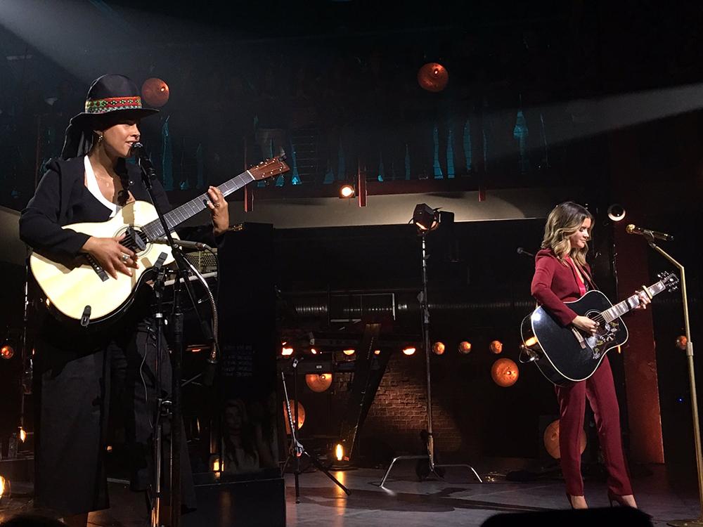 "Maren Morris and Alicia Keys Cross Paths on ""CMT Crossroads"""