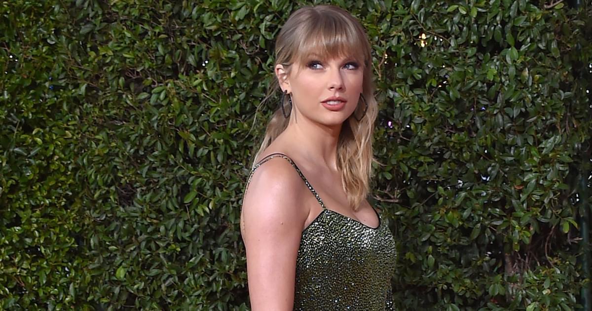"""Taylor Swift Announces Surprise Album, """"Folklore"""""""