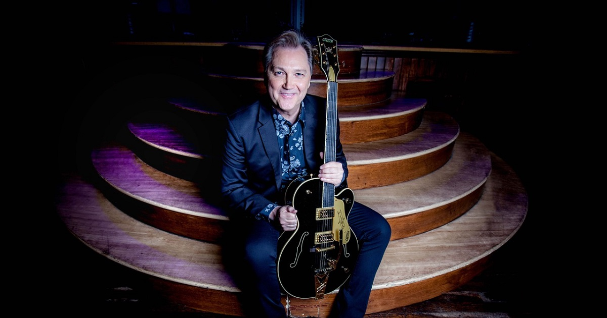 Steve Wariner's New Holiday Album, Feels Like Christmas Time, Is Available Now