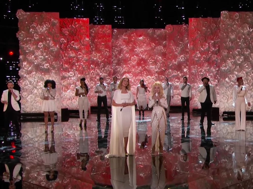 """Watch Dolly Parton & Jennifer Nettles Continue the """"Circle of Love"""" With Performance on """"The Voice"""""""