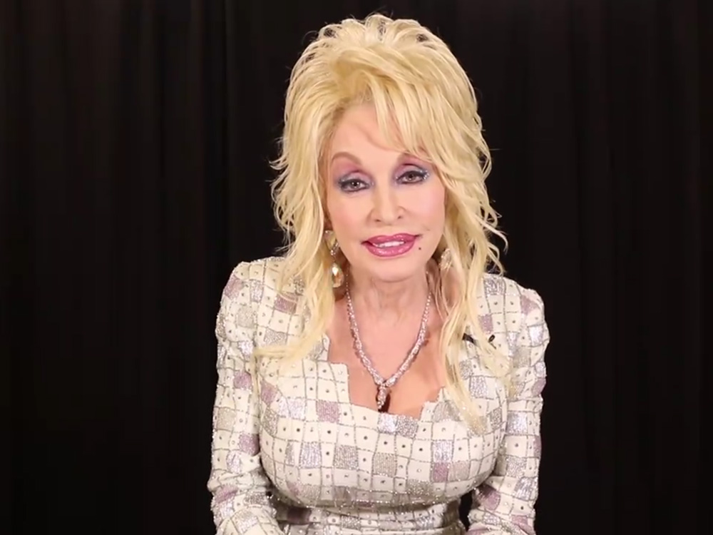 Dolly Parton to Donate $1,000 a Month to Victims of Wildfires in East Tennessee