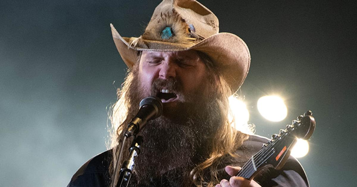 """Watch Chris Stapleton's Promo for New Holiday Album, """"A Very Covid Christmas,"""" From """"Jimmy Kimmel Live"""""""