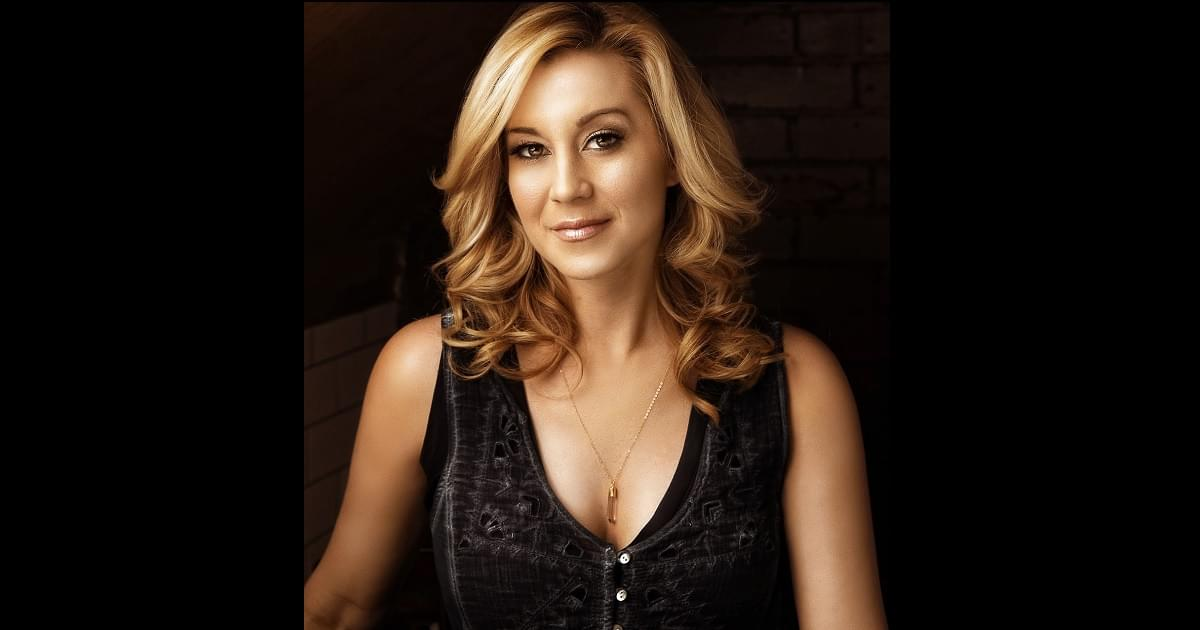 Kellie Pickler Honored By the USO as a Global Ambassador