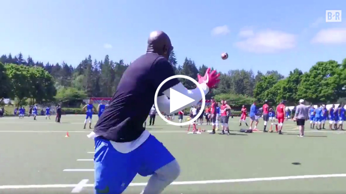 Jerry Rice can still blaze down a football field at age 54
