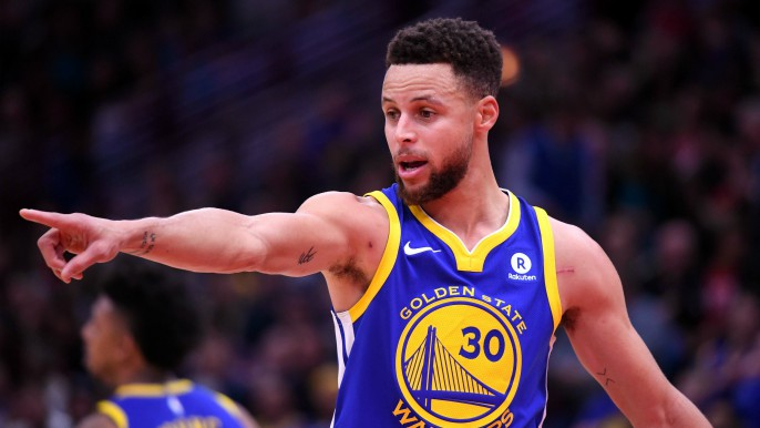 Warriors survive scare in Chicago, tie franchise record with 14th straight road win