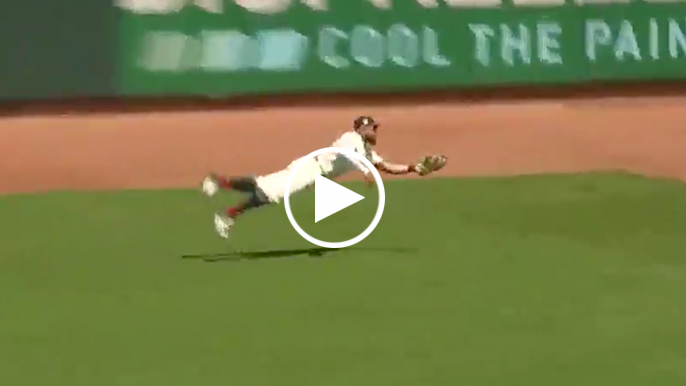 Kevin Pillar's outstanding diving catch keeps Giants in the game
