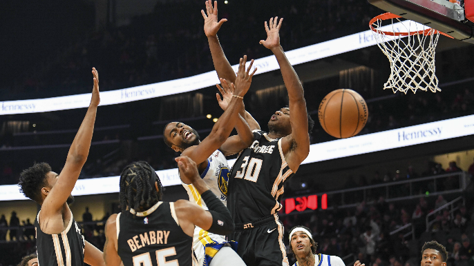Warriors blasted by five-win Hawks, hold on to worst record by half game