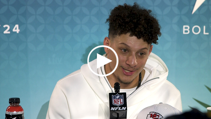 Patrick Mahomes attributes early-career success to Alex Smith