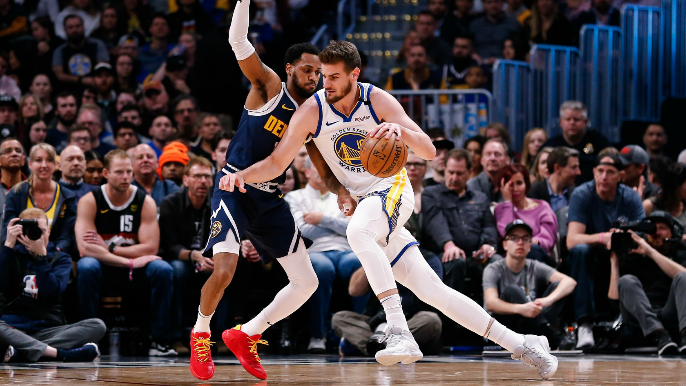 Warriors, without Draymond Green, stun hapless Nuggets in Denver